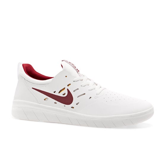 sale retailer 50e8d 0b914 Nike Skateboarding Clothing and Shoes - Free Delivery Options Available