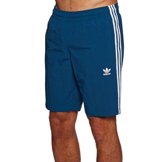 d75e3a06e2 Adidas Originals disponibile su Surfdome