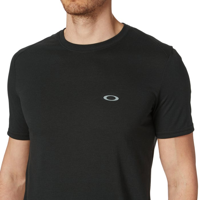 69a7e9f0 Oakley Link Short Sleeve Running Top available from Surfdome